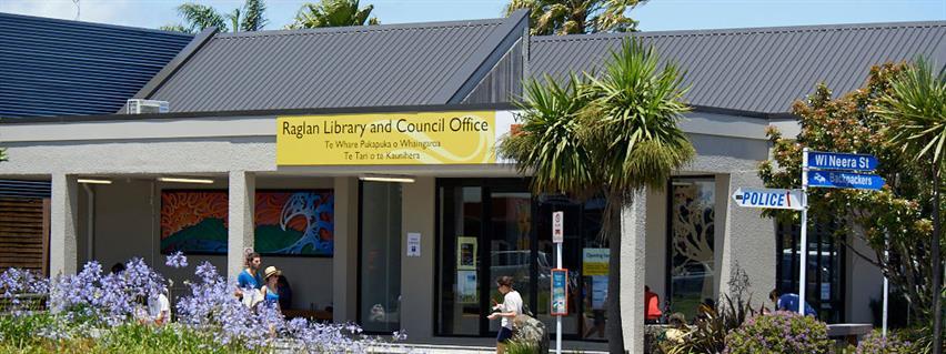 Visit Raglan library
